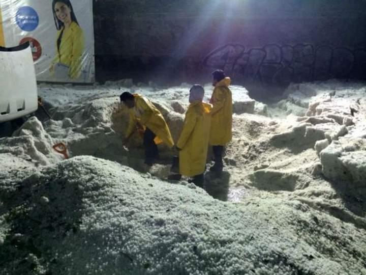 Más de mil toneladas de hielo dejó la granizada en Naucalpan