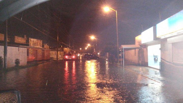 Lluvia, viento y granizo sacuden Gómez Palacio
