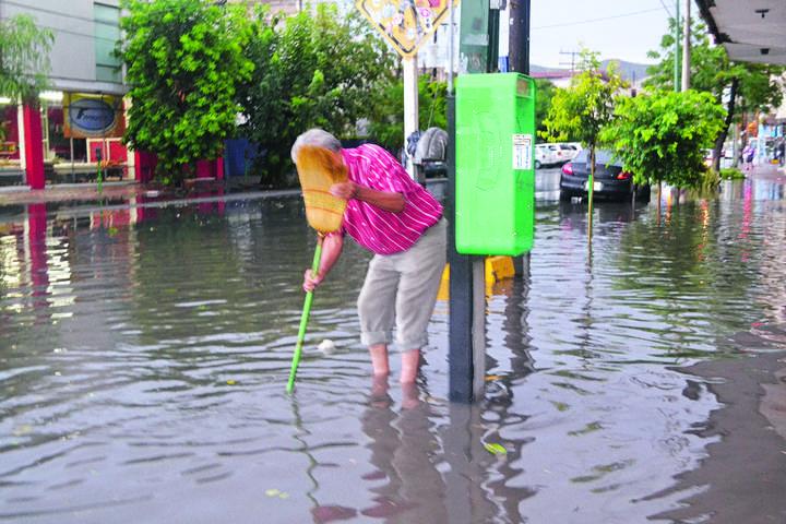 Lluvia vuelve caótica a la región