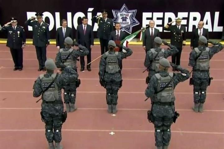Peña Nieto abandera Gendarmería