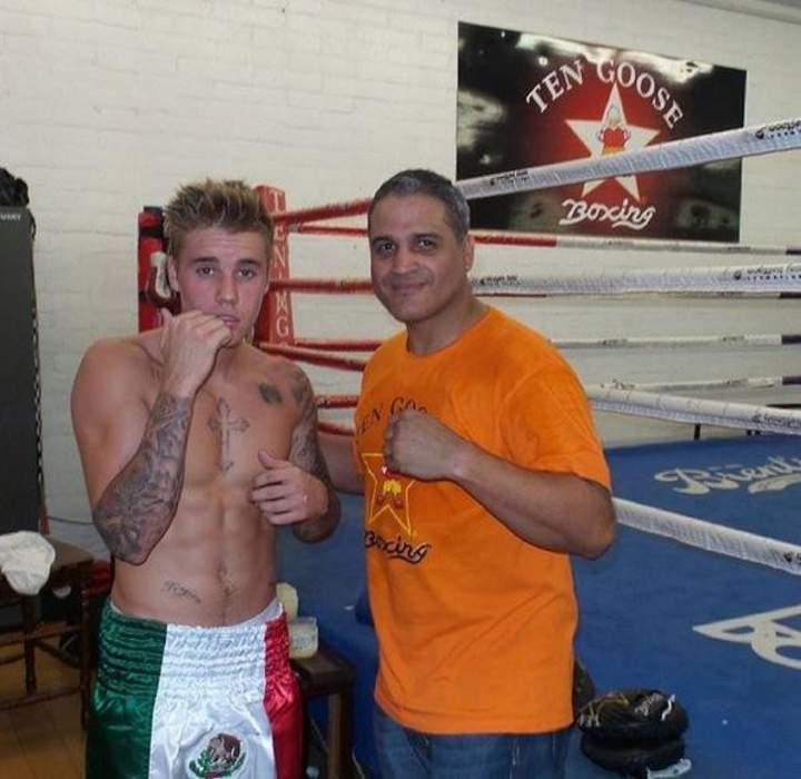 Bieber usa short con bandera de México