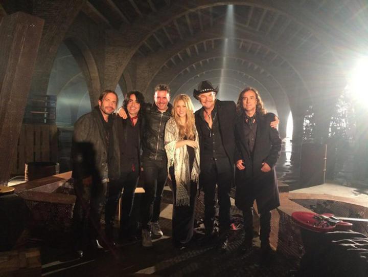 Maná compartió una foto junto a Shakira durante la grabación del ...