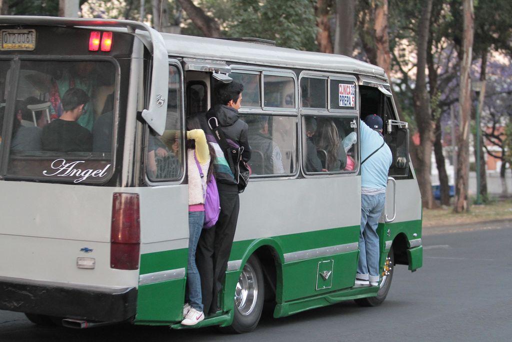 Recurren a transportes alternos por Hoy No Circula