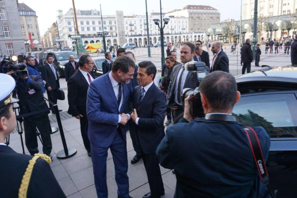Llega Peña Nieto a Hamburgo