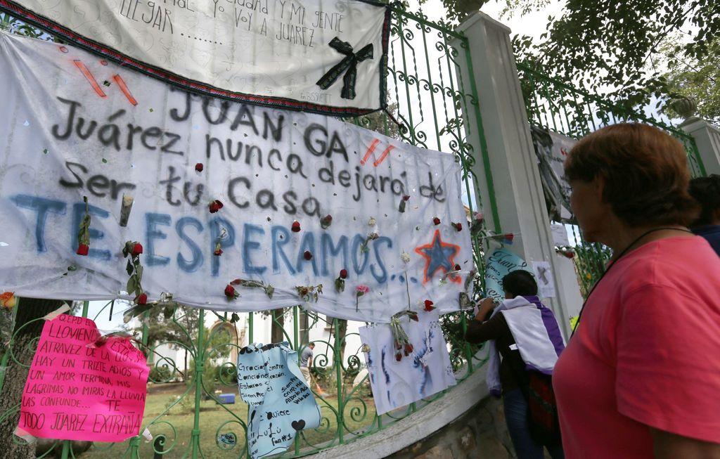 Cenizas de juan gabriel en camino a m xico espect culos for Espectaculos mexico 2016