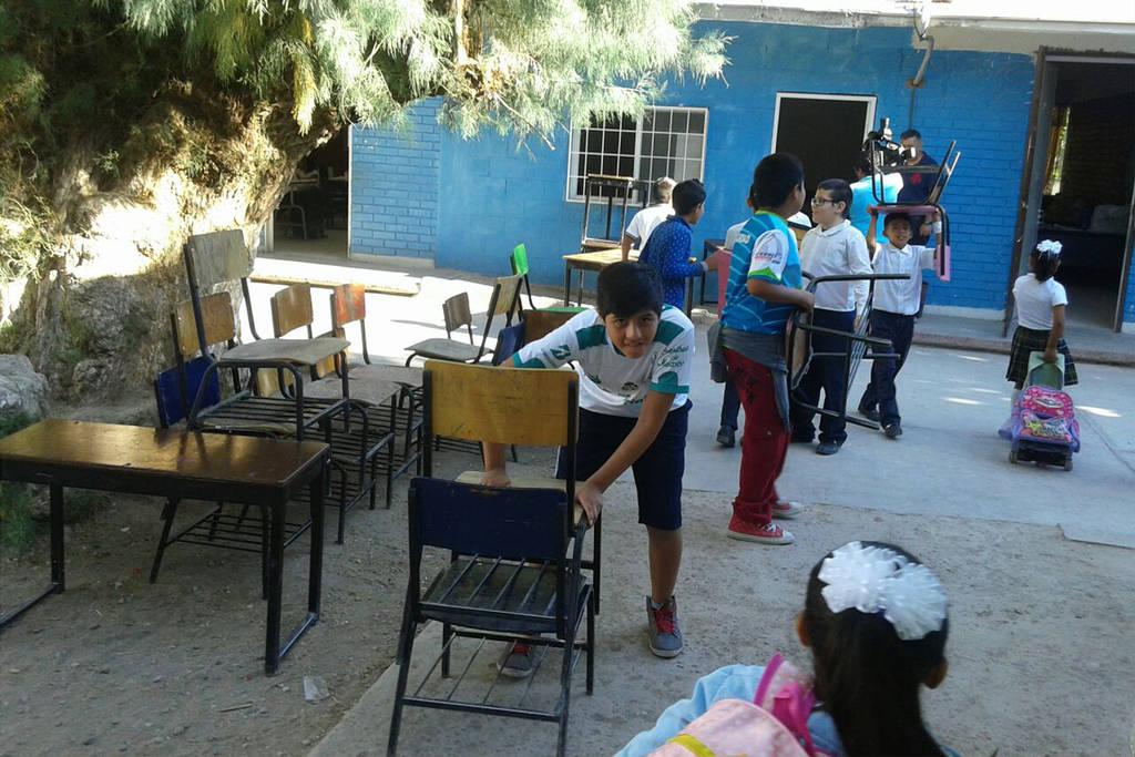 Entregan mobiliario para una escuela for Mobiliario para escuelas