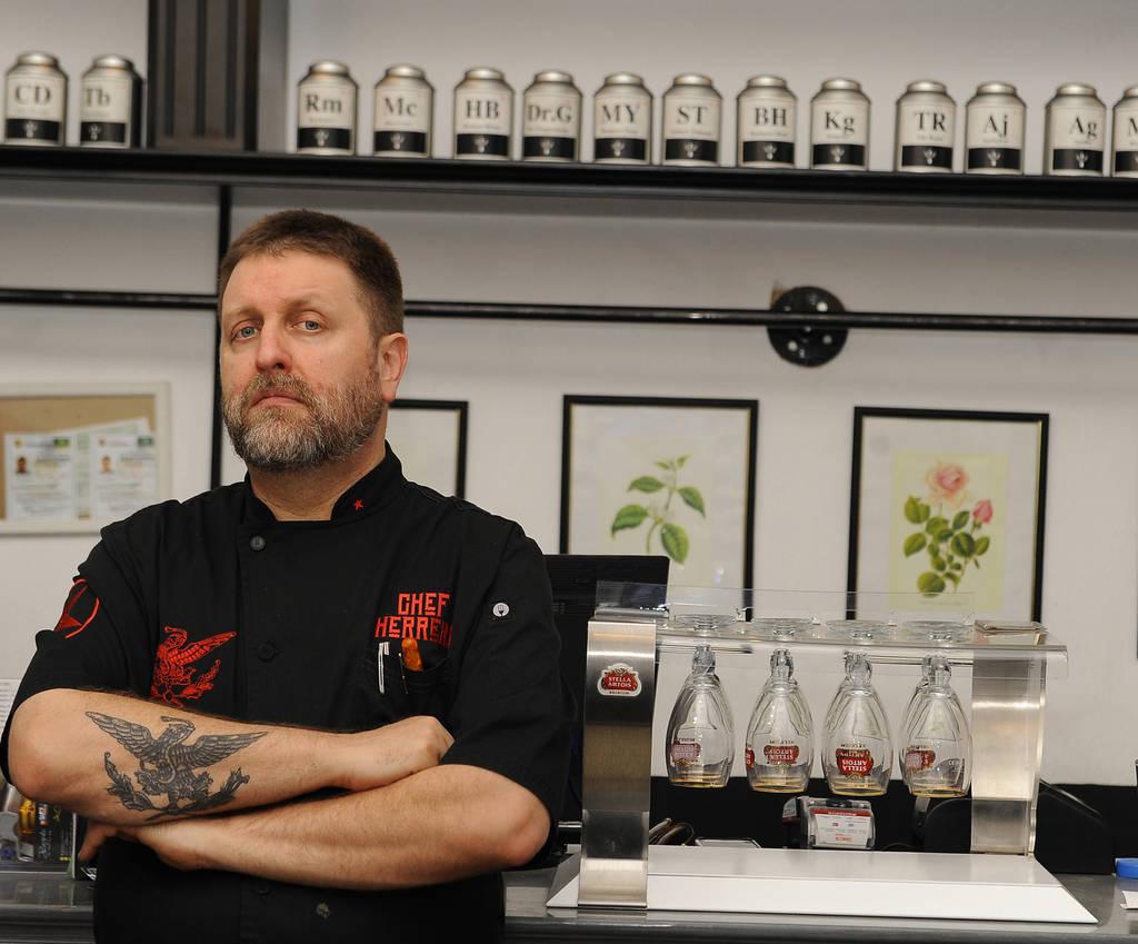 Honestidad del chef herrera lo mete en problemas for Donde estudiar cocina