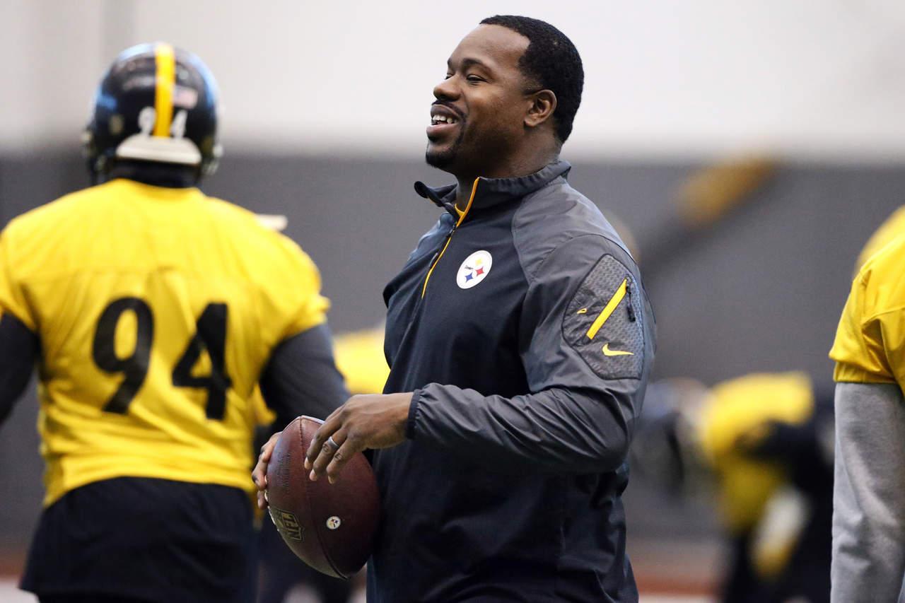 Entrenador de Steelers enfrenta cargos por agresión en un bar