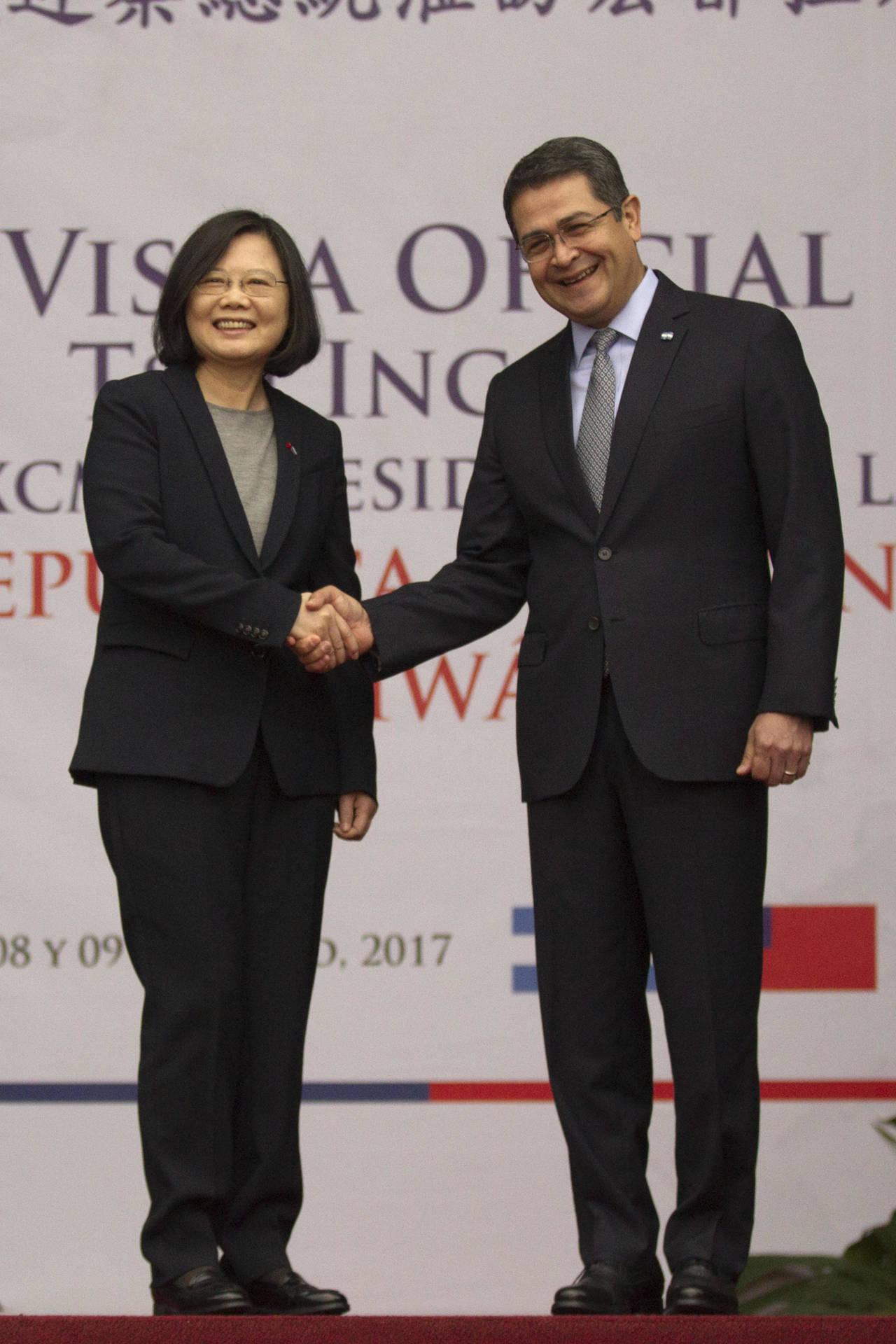 Critican escala de Tsai en EU