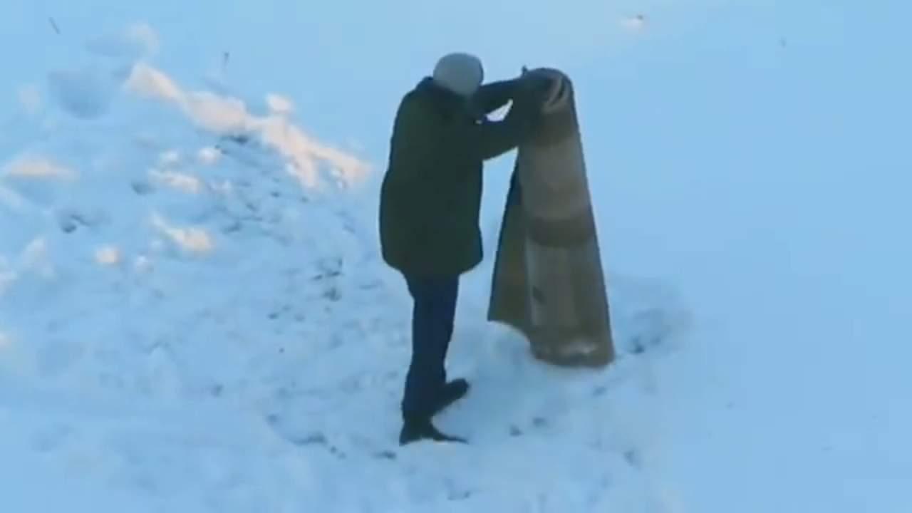 'Hombre contra alfombra', una pelea épica