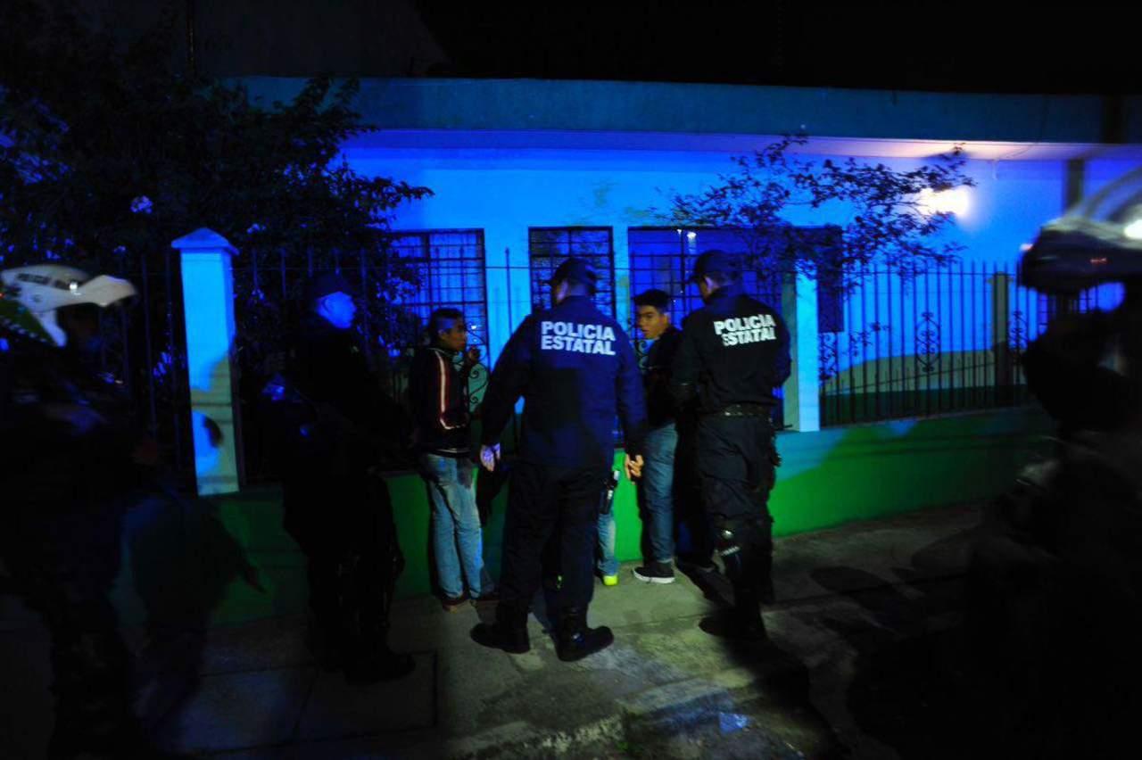 Exhibe ONG a policías reprobados