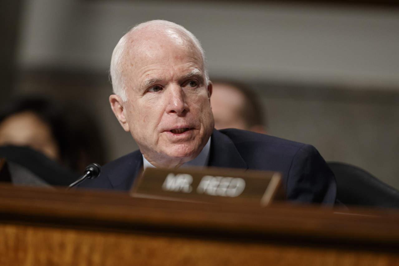 Senador McCain estaría enterado de reporte sobre Trump
