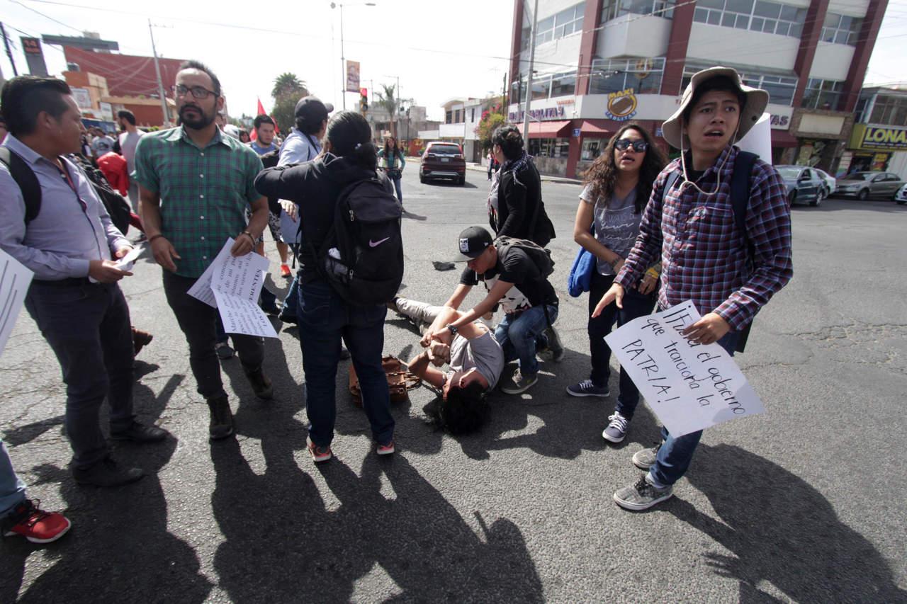 Atropellan a joven durante protesta en Puebla; está grave