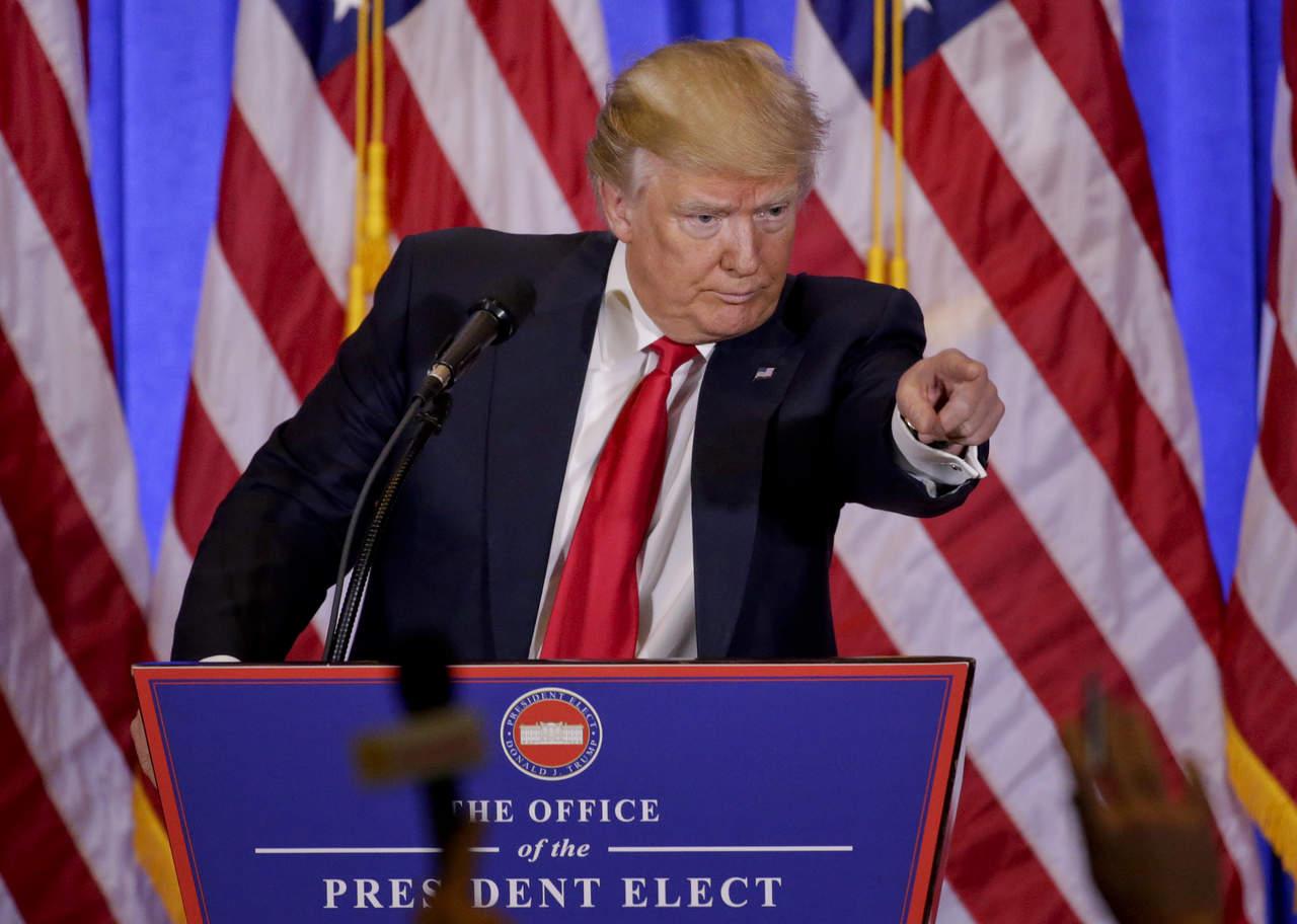 Trump, necio con muro