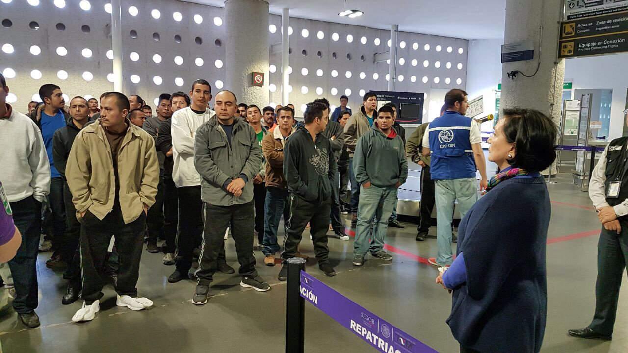 Anuncia Osorio Chong creación de empleos para deportados