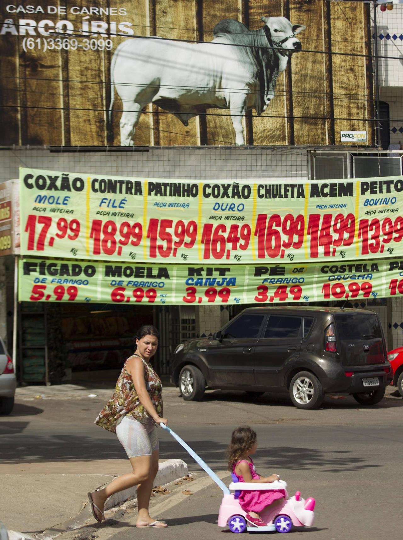 Investiga Brasil a 50 personas por carne adulterada