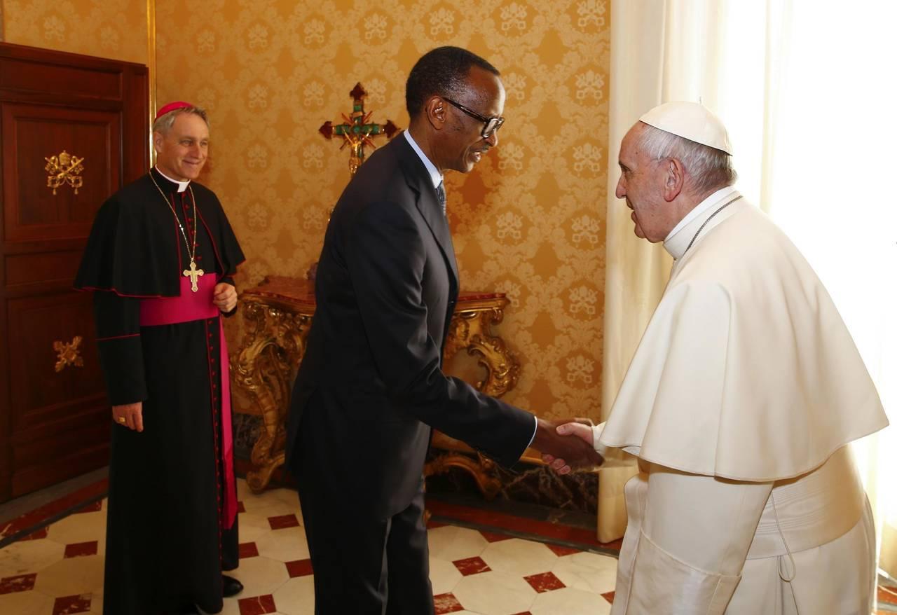 Pide perdón por rol de Iglesia en Ruanda