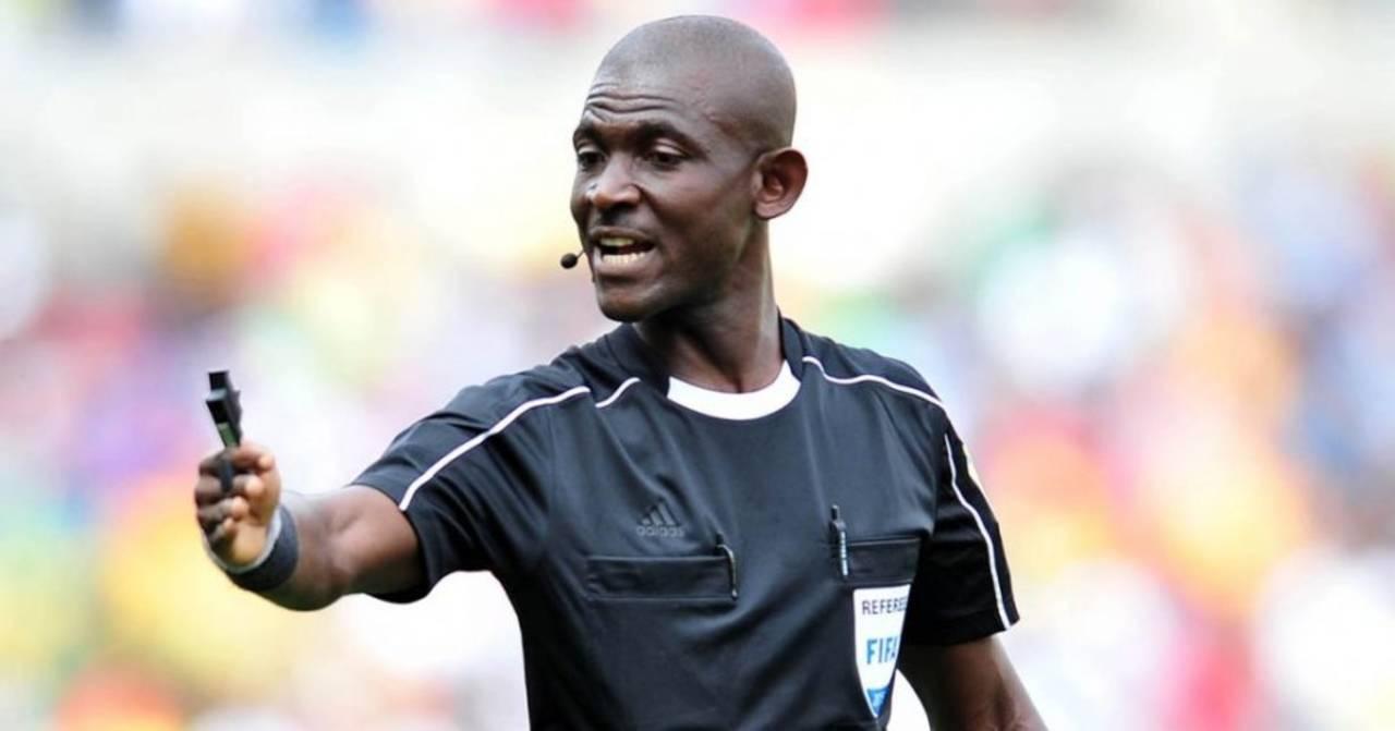 La FIFA inhabilita de por vida a silbante ghanés