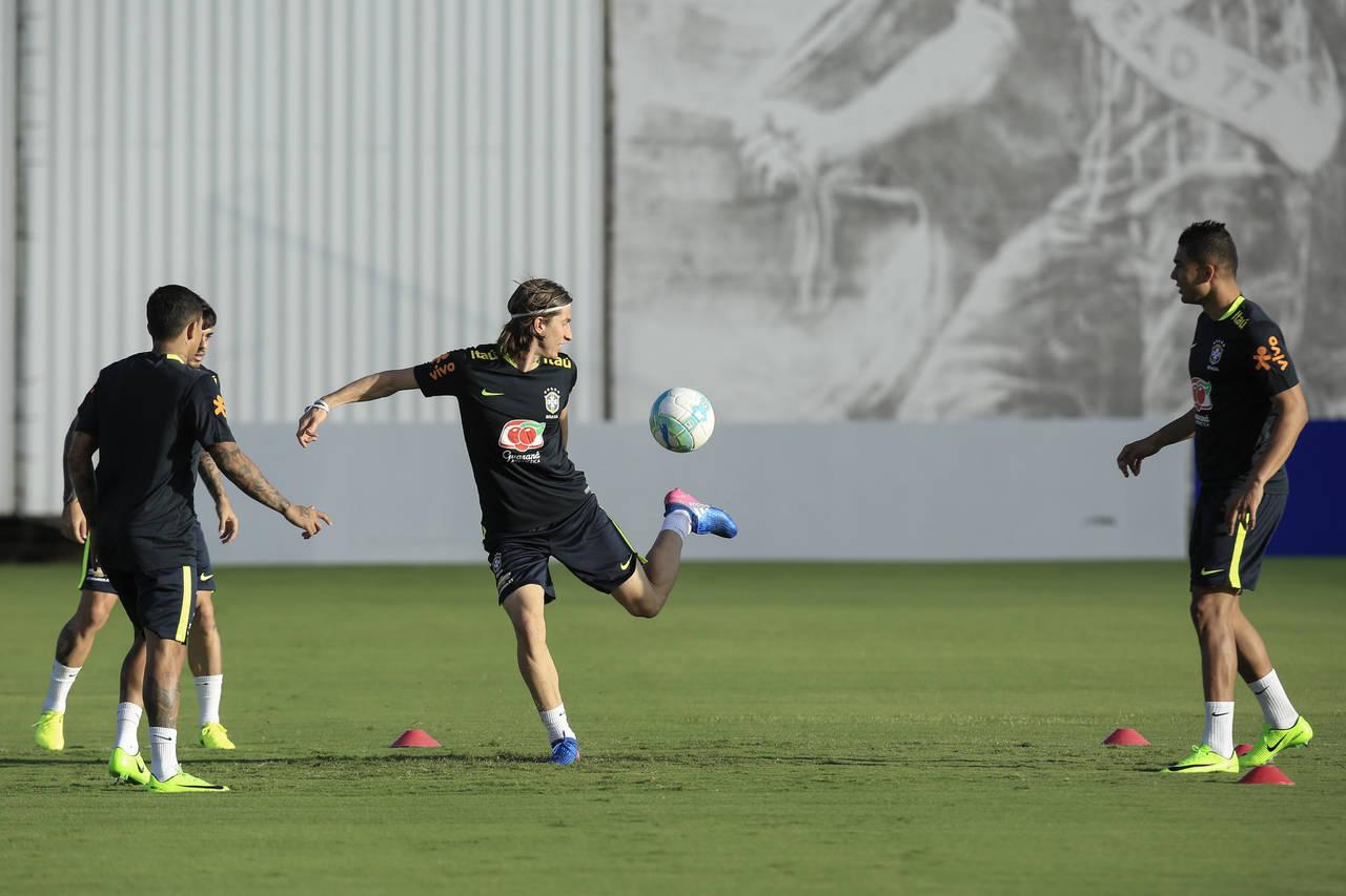 Los brasileños entrenan para medirse a Uruguay