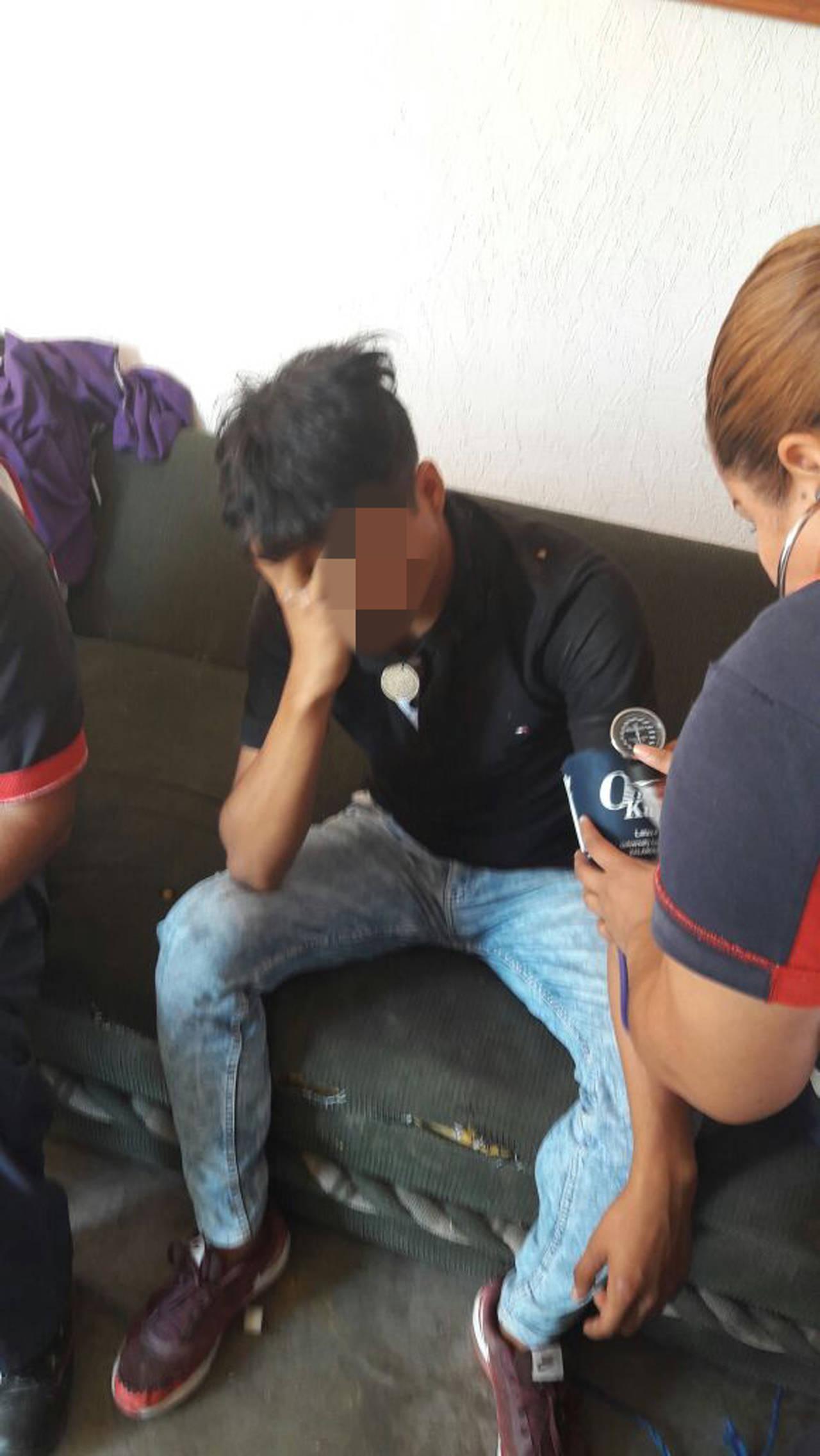 Joven intenta suicidarse, familiares lo rescatan