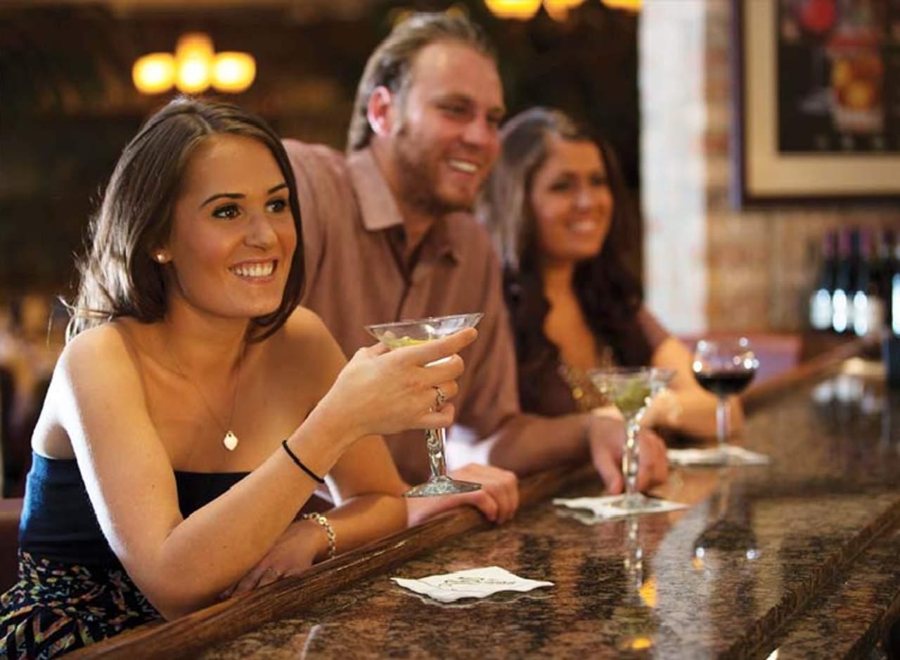 ¿Puede un barman adivinar quién es mayor de 21 años?