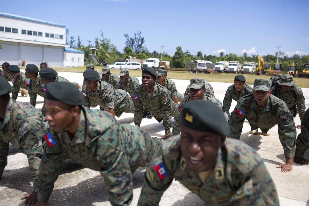 Busca Haití revivir a su fuerza militar