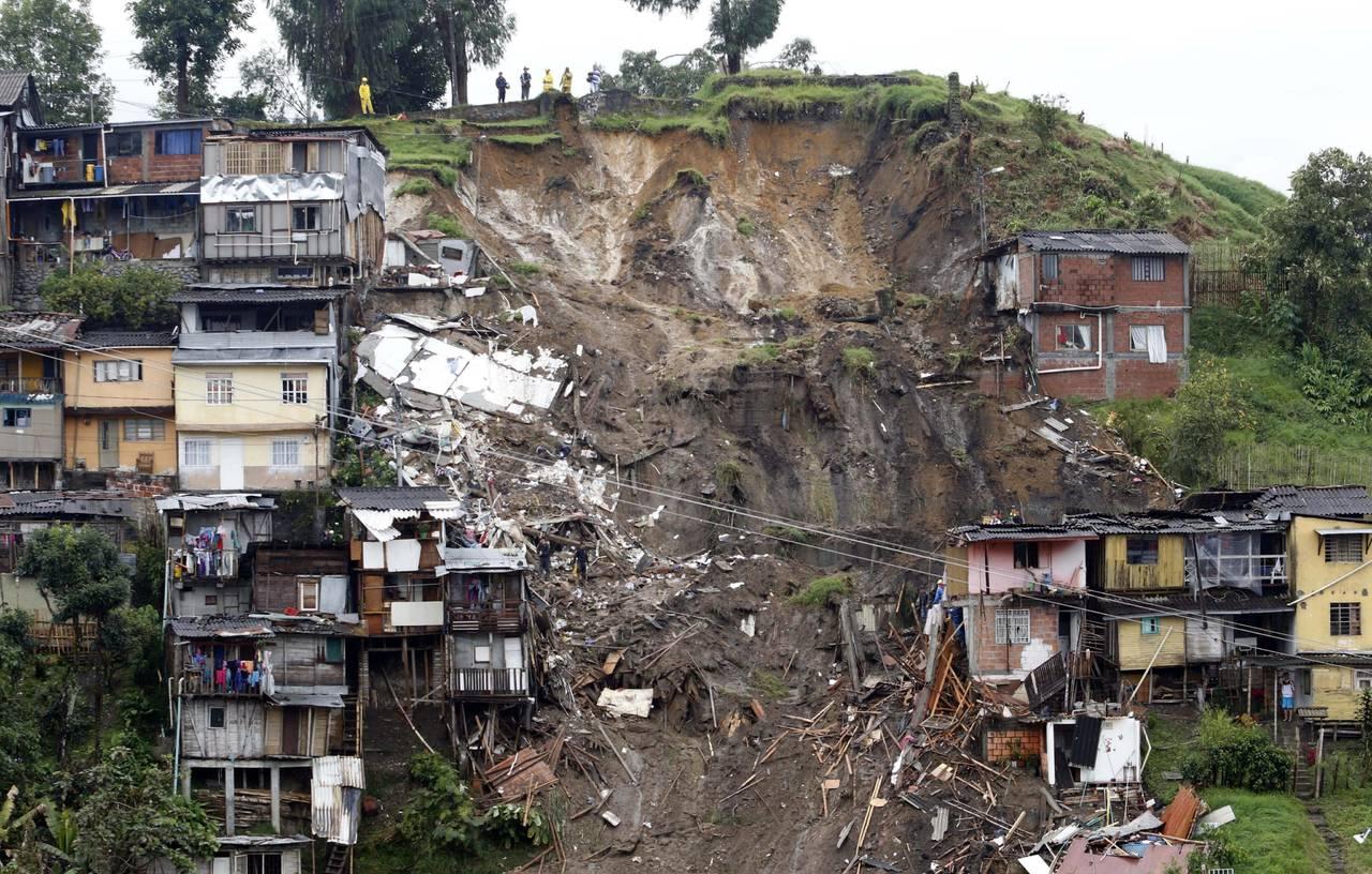 Avalanchas dejan 16 muertos en Colombia