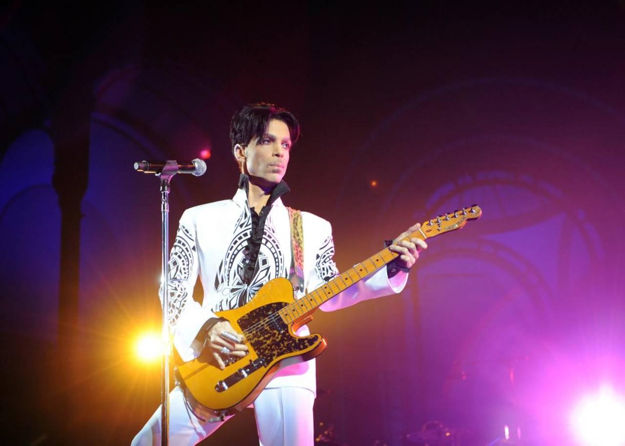 Herederos de Prince demandan a productor