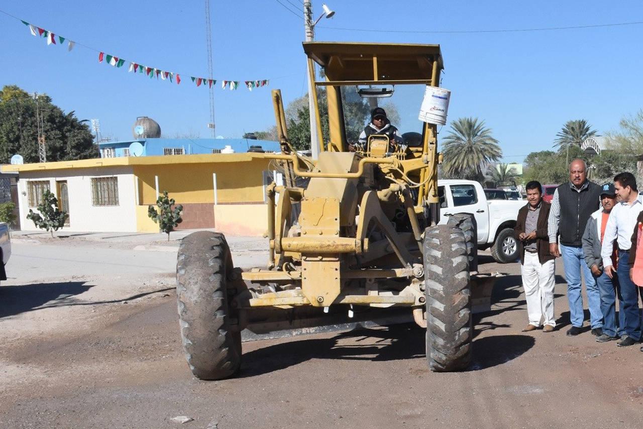Rehabilitan calle en el ejido 6 de Enero
