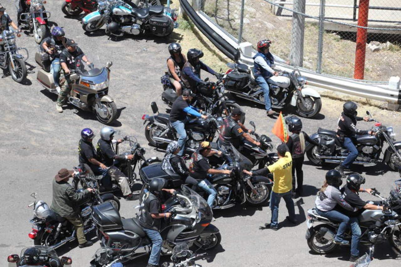 Fallece motociclista al derrapar y caer en la Durango-Mazatlán