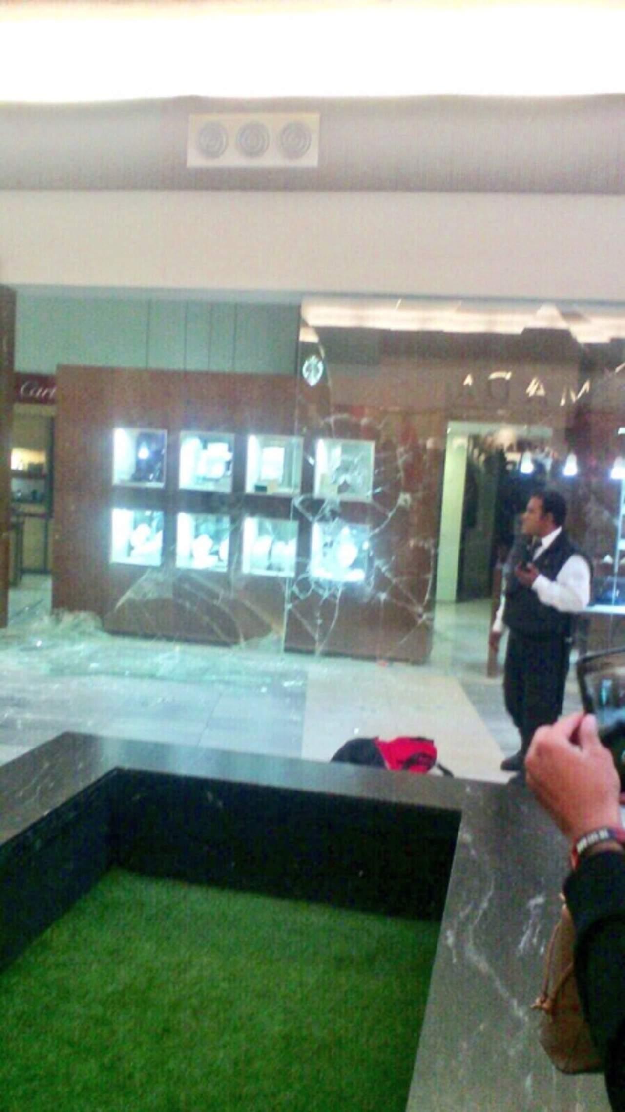 Asaltan joyería en interior de centro comercial de Durango