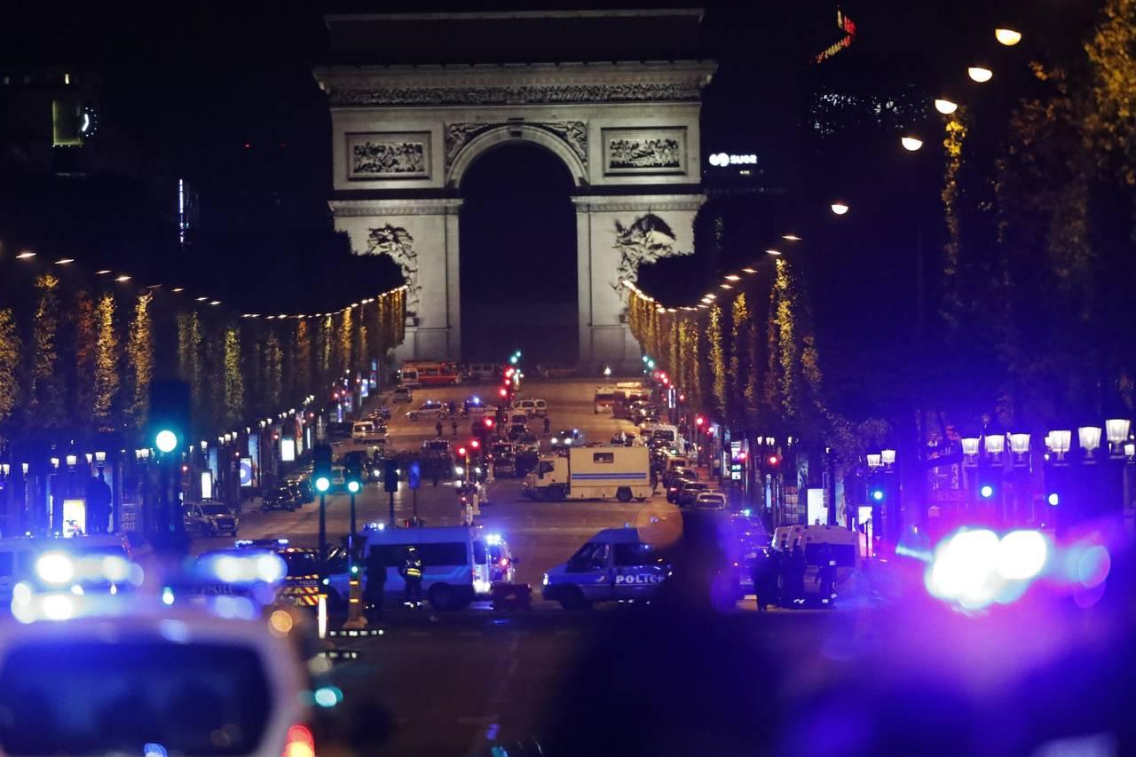 Atacan corazón de París