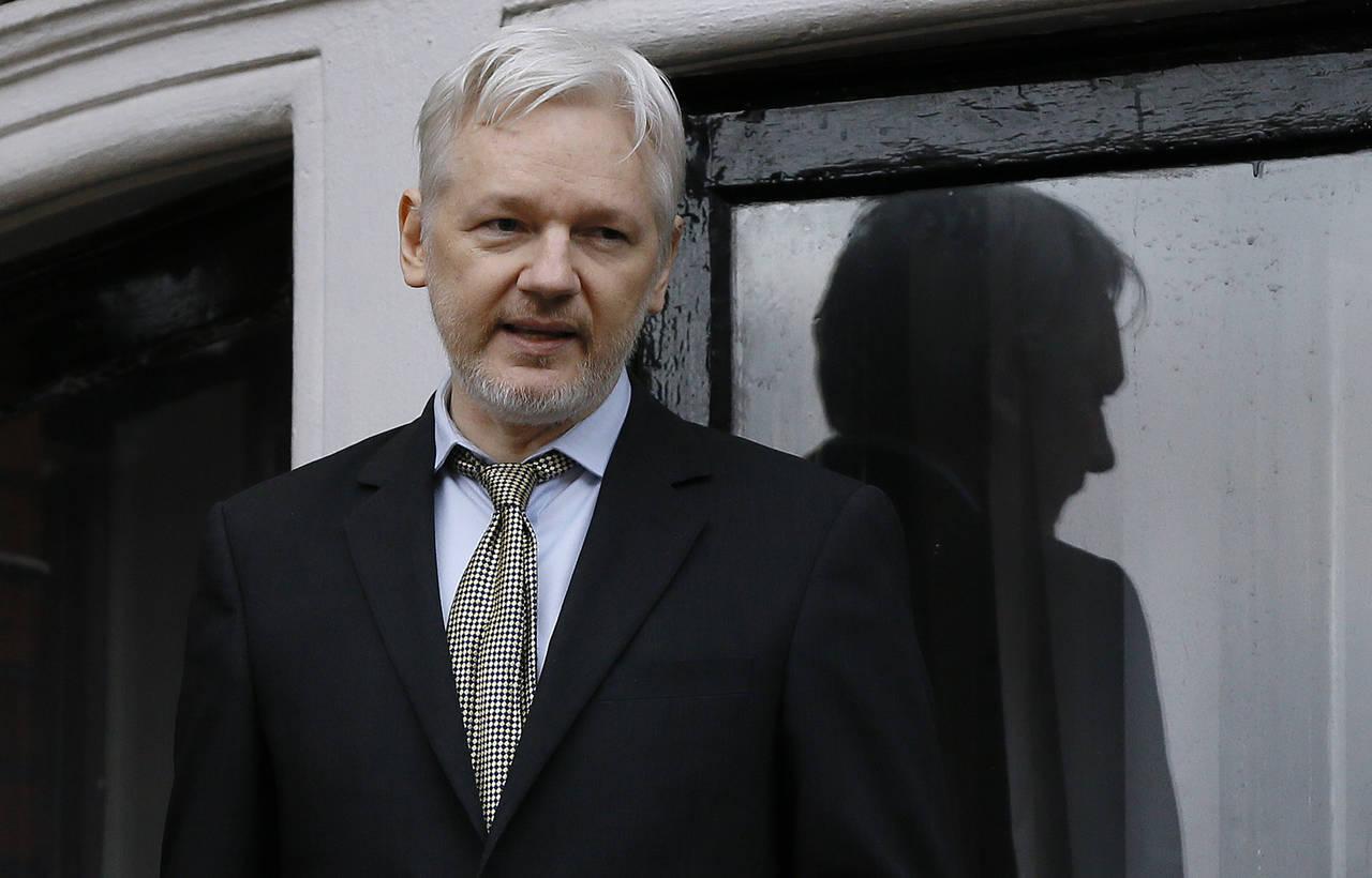 Preparan cargos para detener a Assange