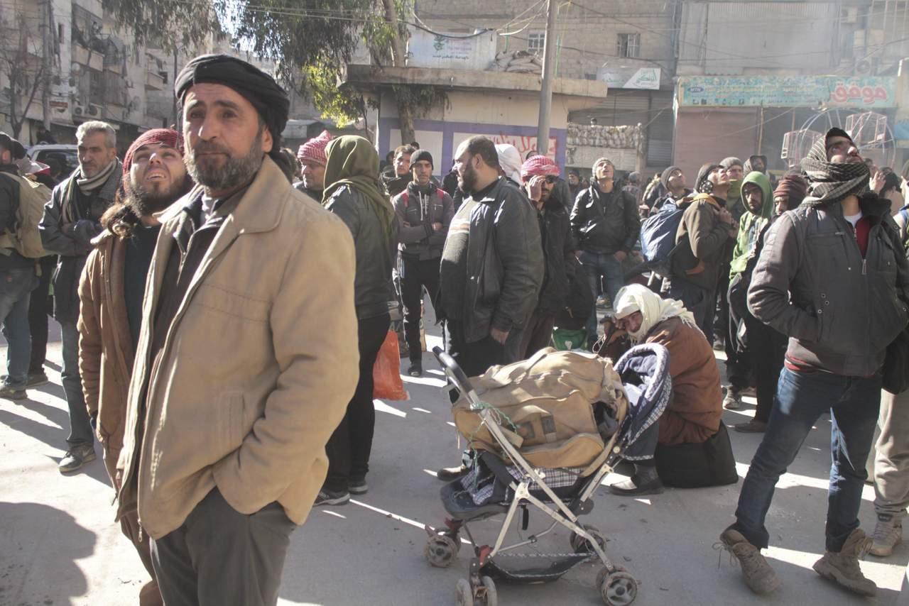 Se reanuda la evacuación de miles de sirios