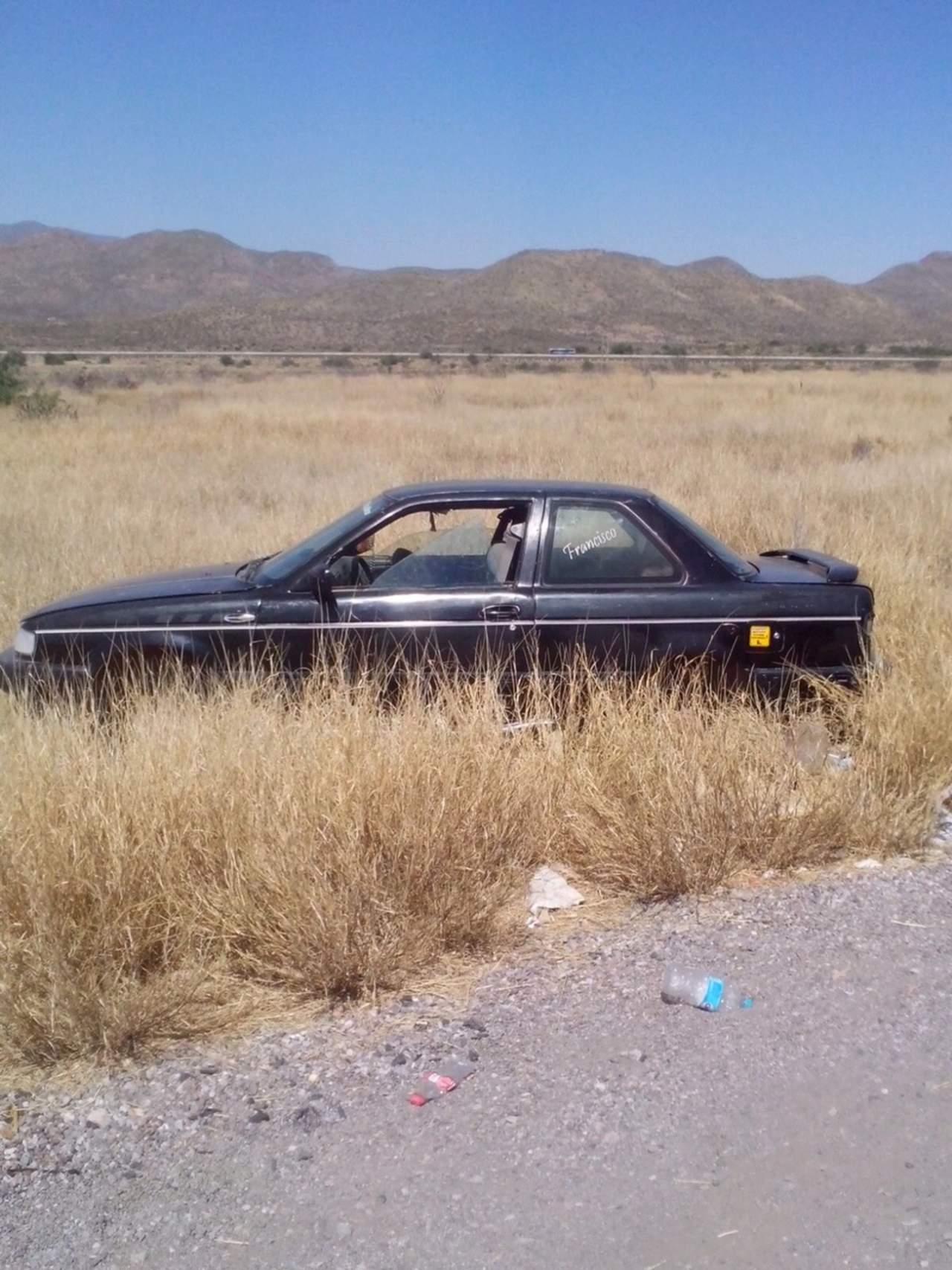 Desmantelan vehículo en plena carretera libre Gómez Palacio-Durango