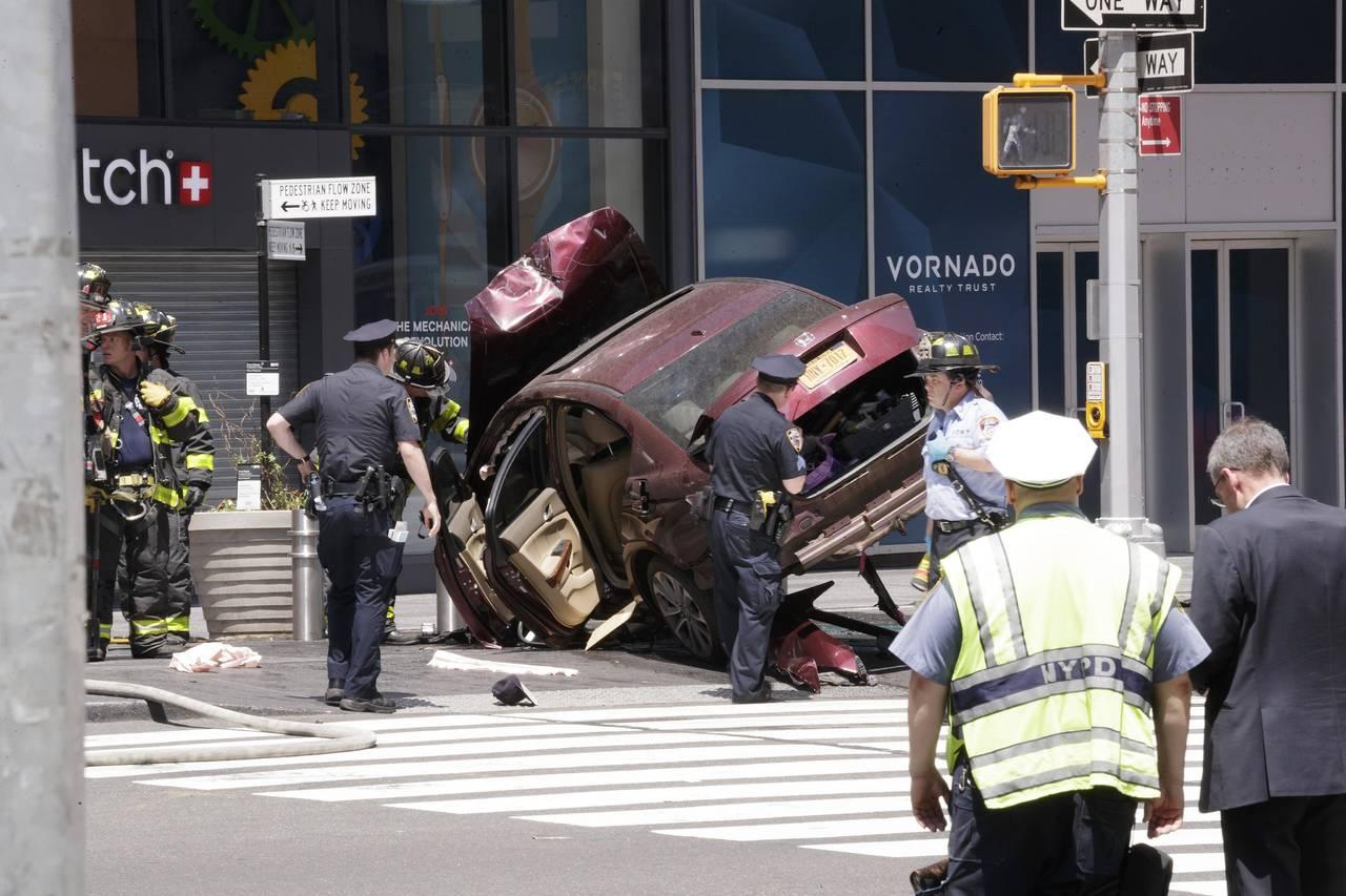 Vehículo embiste a peatones en Times Square