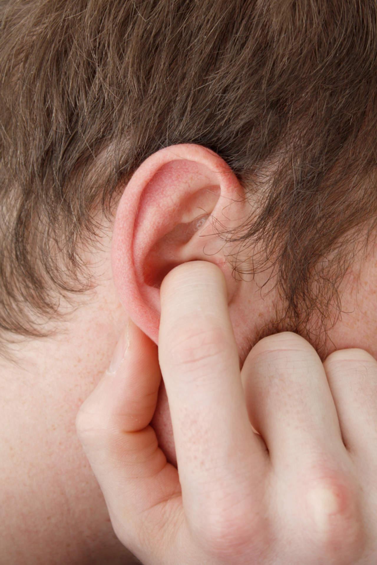 ¿Qué provoca el efecto del oído tapado?