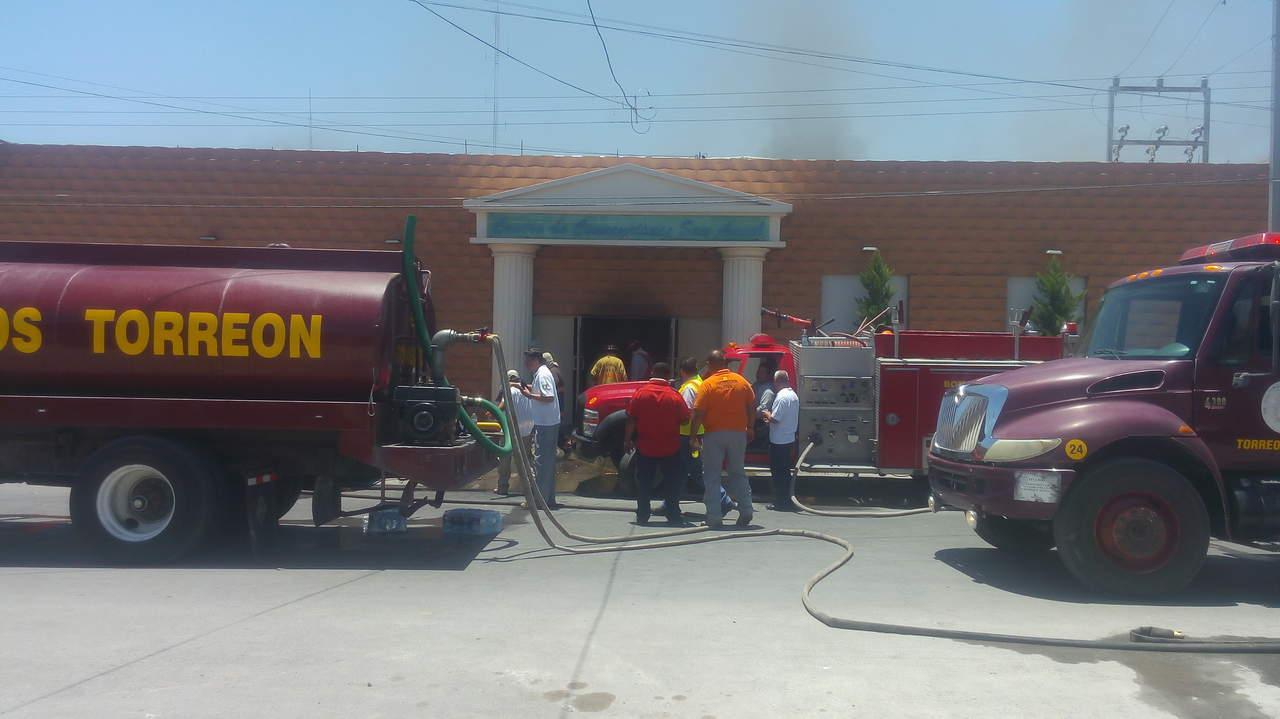Se incendia el salón de fiestas Centro Convenciones San Ángel