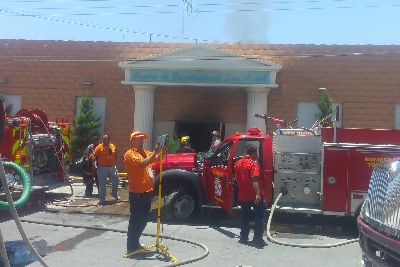 Se incendia salón de fiestas en Torreón