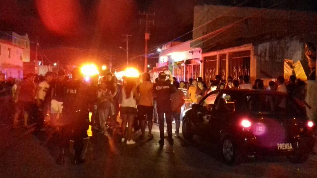 Atacan más de cien personas a #LordNaziRuso en Cancún