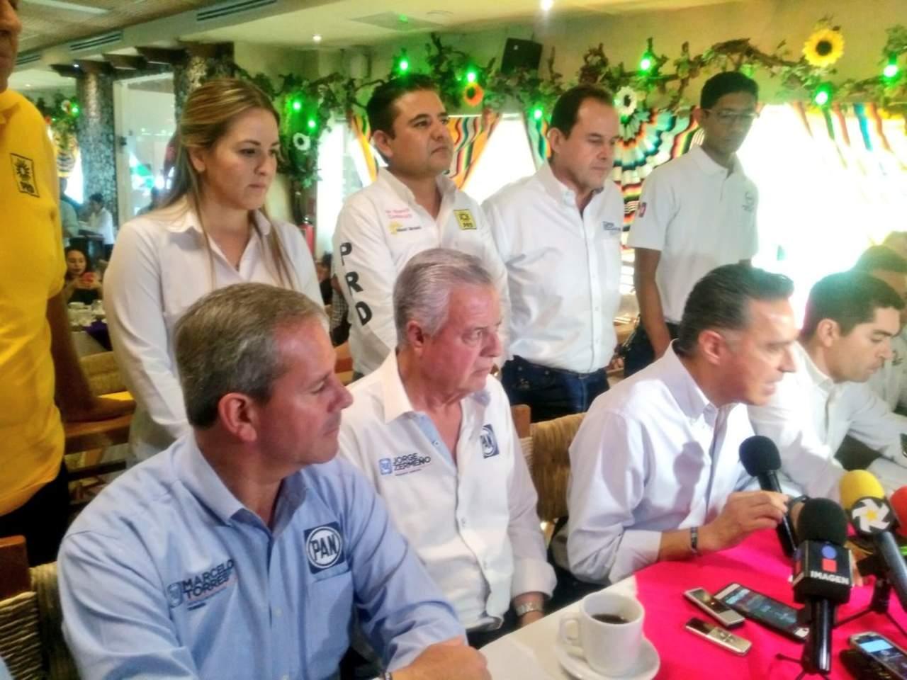 Se suman miembros de PRI y PRD a la campaña de Anaya