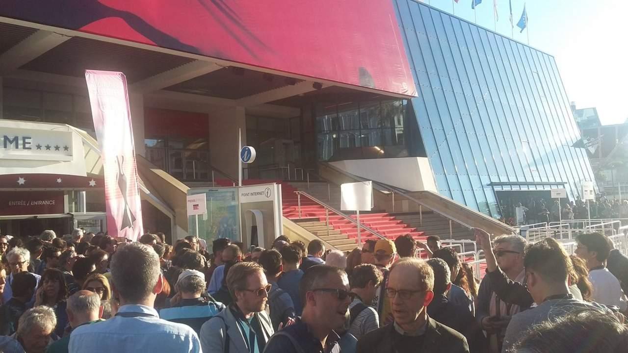 Desalojan sede del Festival de Cannes por mochila sospechosa