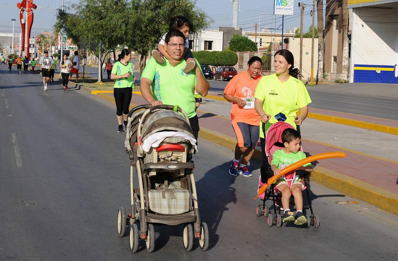 Padres celebran su gran día corriendo