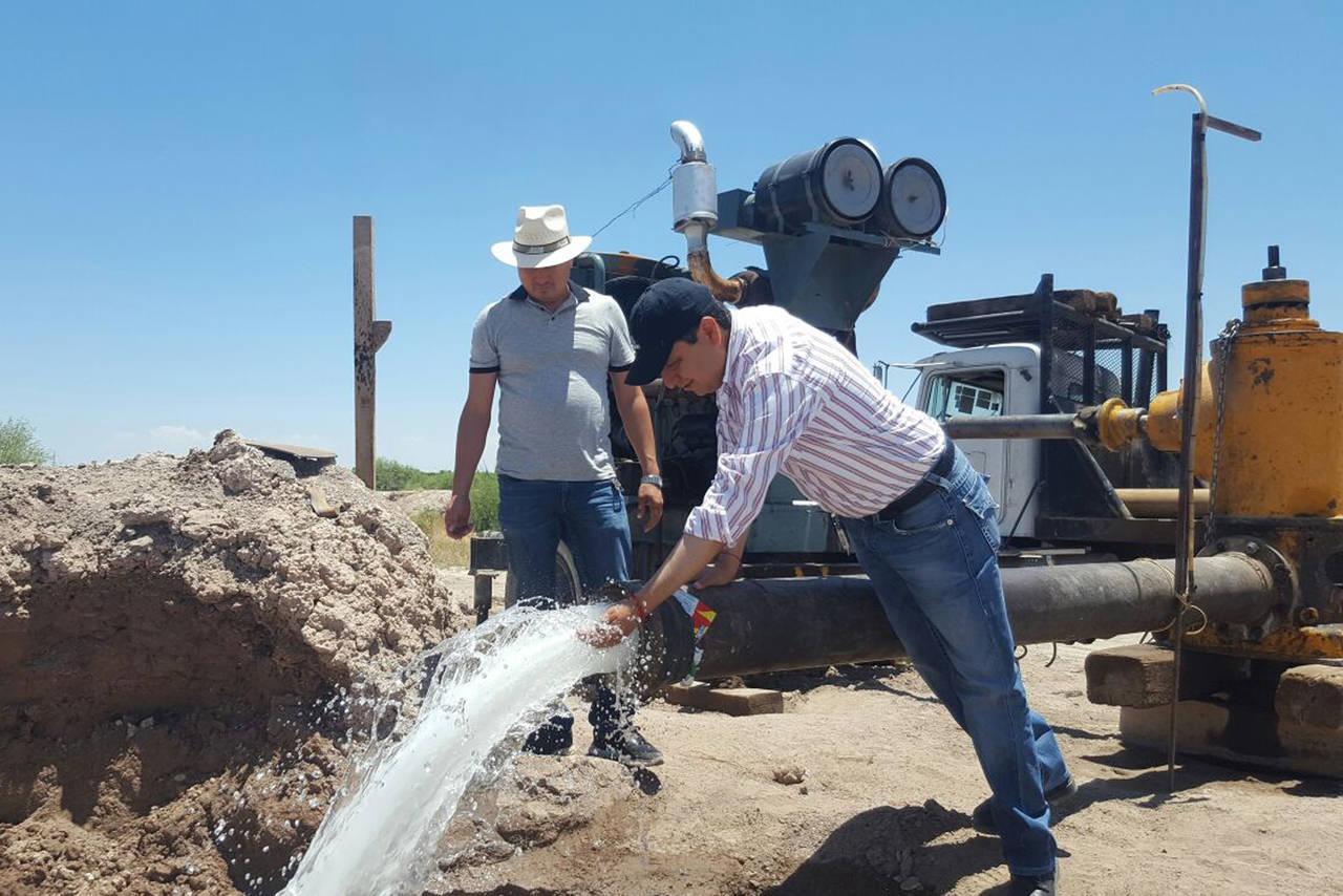 Trabajan en obras de drenaje y agua