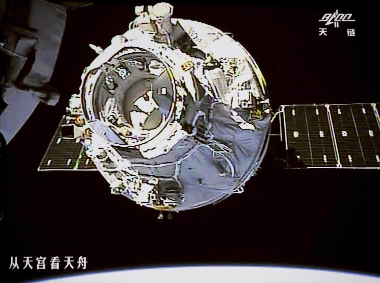 Carguero espacial chino se acopla a laboratorio orbital