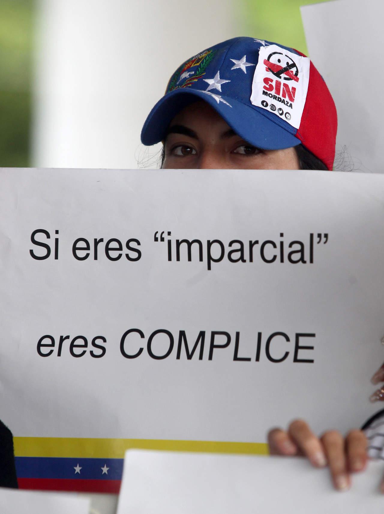 Protestan en Bogotá contra Maduro; piden renuncia de embajador de Venezuela