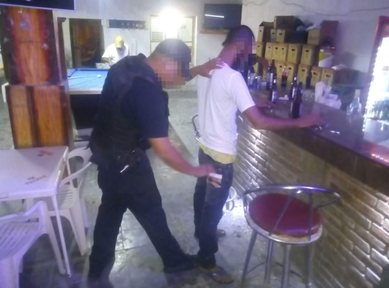 Realizan operativos en bares y cantinas de Madero