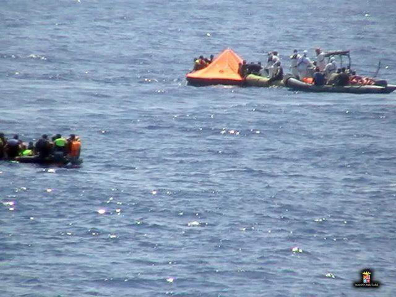 Al menos 126 inmigrantes muertos en naufragio en canal de Sicilia