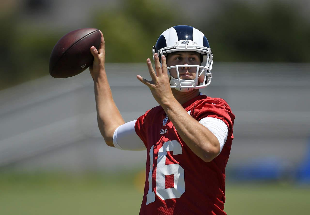 Entrenador de Rams tiene confianza en Jared Goff