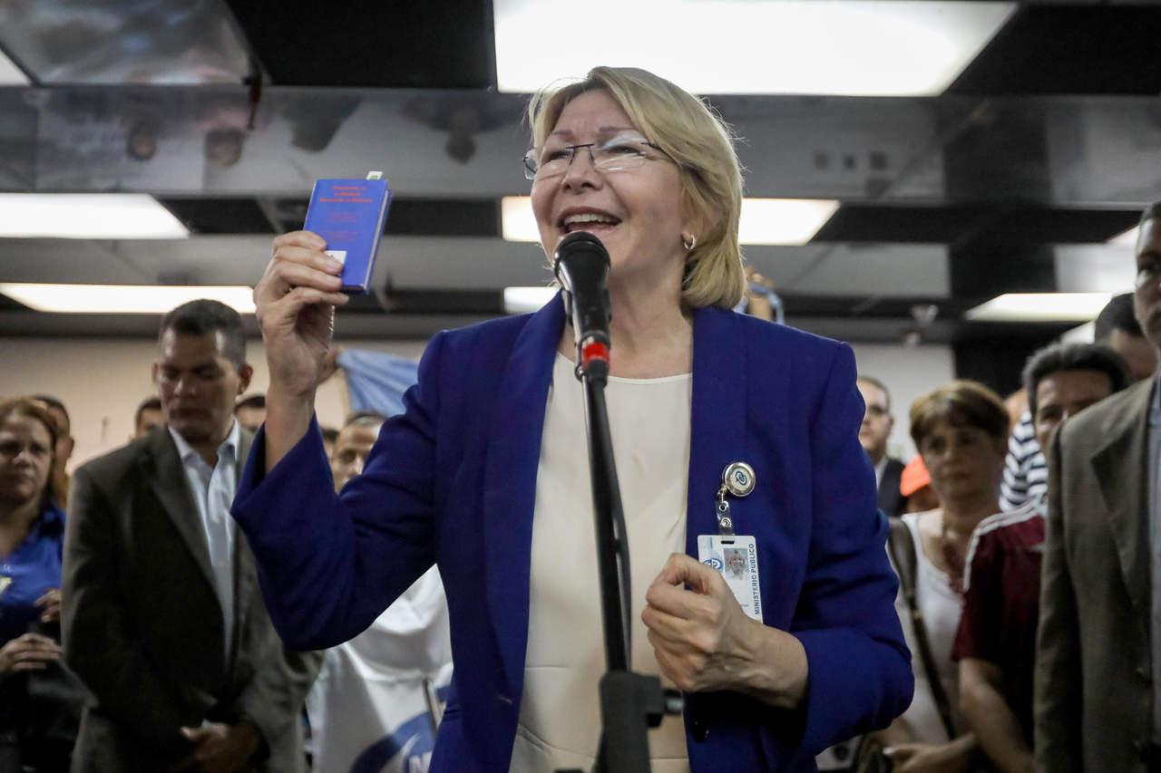 Pese a amenazas, fiscal no deja Venezuela, asegura congresista